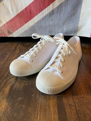 D/S British Army Plimsolls White size 6 & 5 & 3